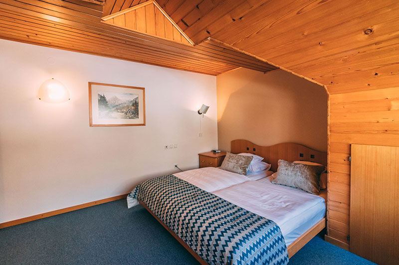 Suite with view on lake Jasna in hotel Vila Triglav